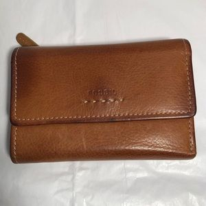 Fossil flap clutch wallet